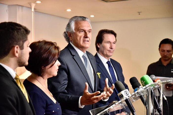 Governador Ronaldo Caiado durante apresentação do Plano de Gestão dos Recursos Hídricos para a Região Metropolitana de Goiânia. Ao lado dele representantes da Saneago e das Secretarias de Meio Ambiente e Agricultura de Goiás.