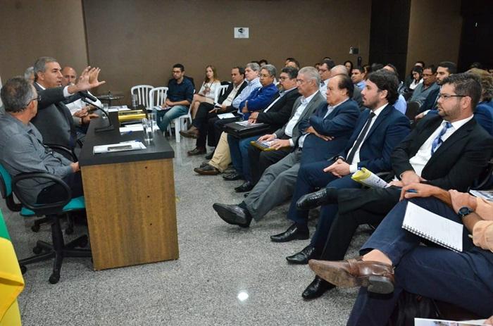 Governador José Eliton em reunião ordinária mensal na sede da Associação Pró-Desenvolvimento Industrial do Estado de Goiás (Adial). A principal pauta foi o debatida foi sobre os incentivos fiscais ao setor industrial goiano.